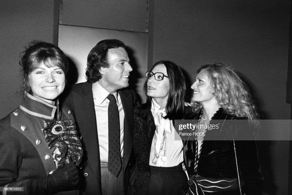 Julio Iglesias au Palais des Congrès à Paris en 1981 : Nachrichtenfoto