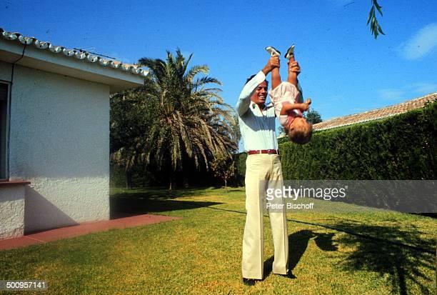 Julio Iglesias mit Sohn Enrique-Miguel,, Urlaub, Torremolinos, Costa del Sol/Spanien, Promi, Foto: P.Bischoff, , Sc
