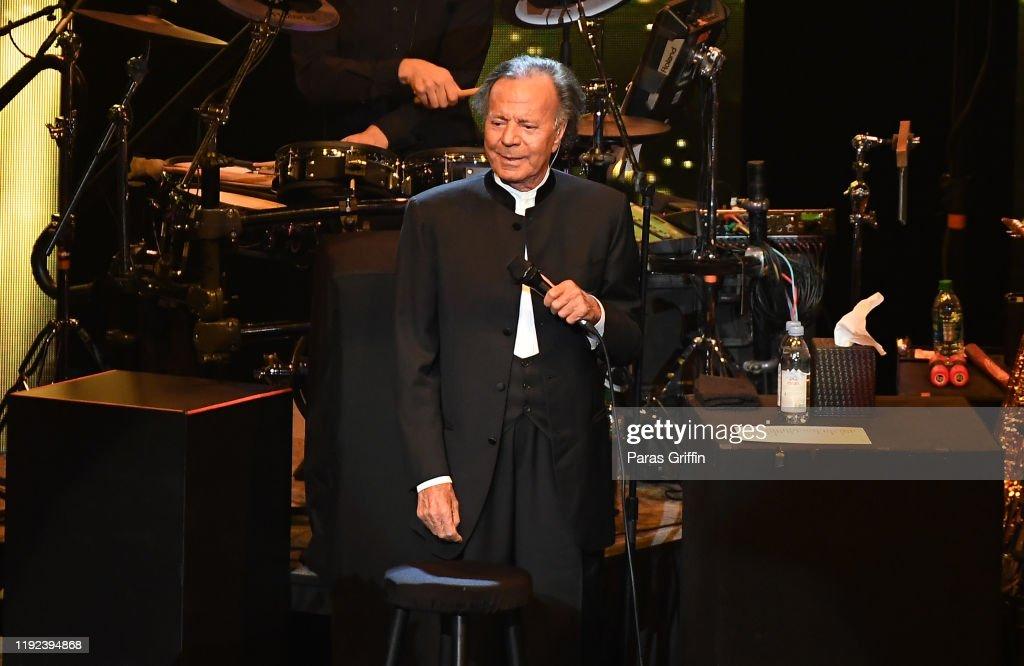 Julio Iglesias In Concert - Duluth, GA : News Photo