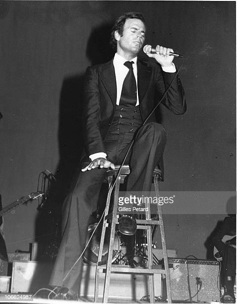 Julio Iglesias performs on stage in 1975 in the United States