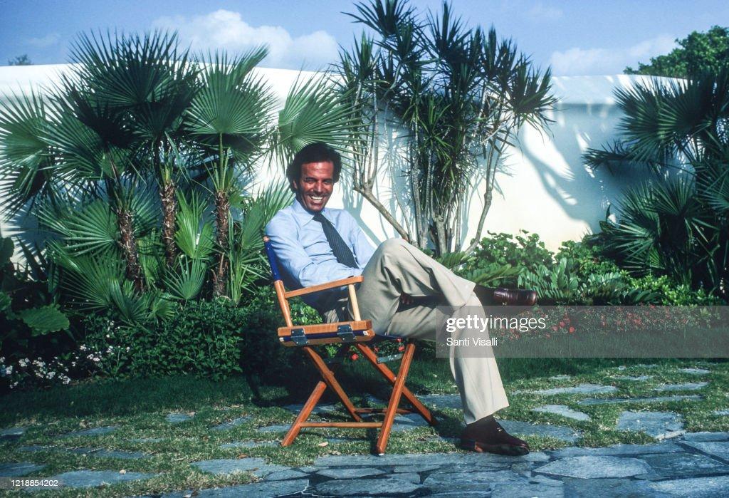 Julio Iglesias Posing For A Portrait : News Photo