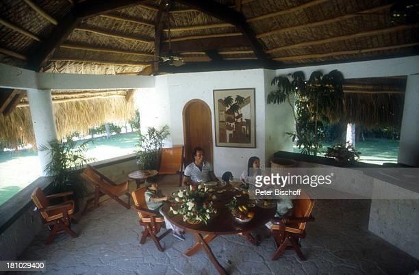 Julio Iglesias, Sohn Julio Jose , Sohn Enrique-Miguel , Tochter Chaveli , Homestory, Miami/Florida/USA/Nordamerika, , Schlagersänger, Sonnenbrille,...