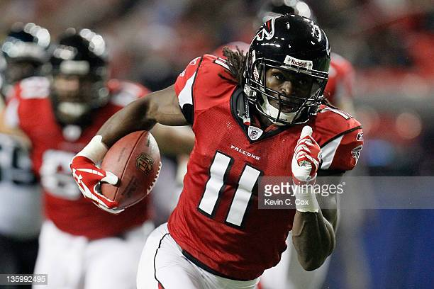Julio Jones of the Atlanta Falcons catches a 29yard touchdown reception in the first quarter against the Jacksonville Jaguars at the Georgia Dome on...