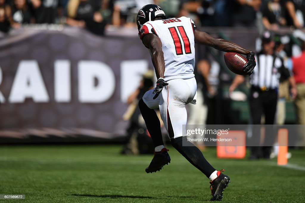 Julio Jones #11 of the Atlanta Falcons scores a 21-yard touchdown against the Oakland Raiders during their NFL game at Oakland-Alameda County Coliseum on September 18, 2016 in Oakland, California.