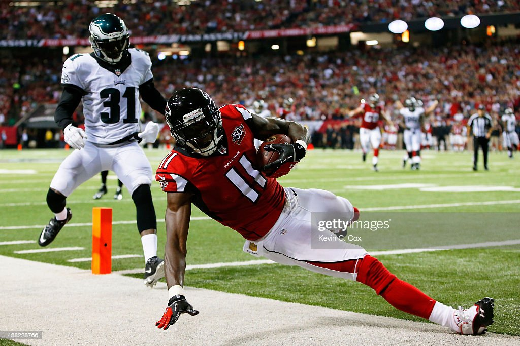 Julio Jones #11 of the Atlanta Falcons scores a touchdown against Byron Maxwell #31 of the Philadelphia Eagles during the first half at the Georgia Dome on September 14, 2015 in Atlanta, Georgia.