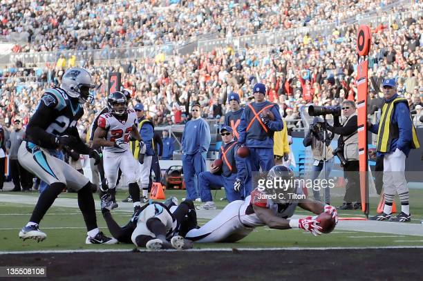 Julio Jones of the Atlanta Falcons stretches for the go ahead touchdown during the fourth quarter against the Carolina Panthers at Bank of America...