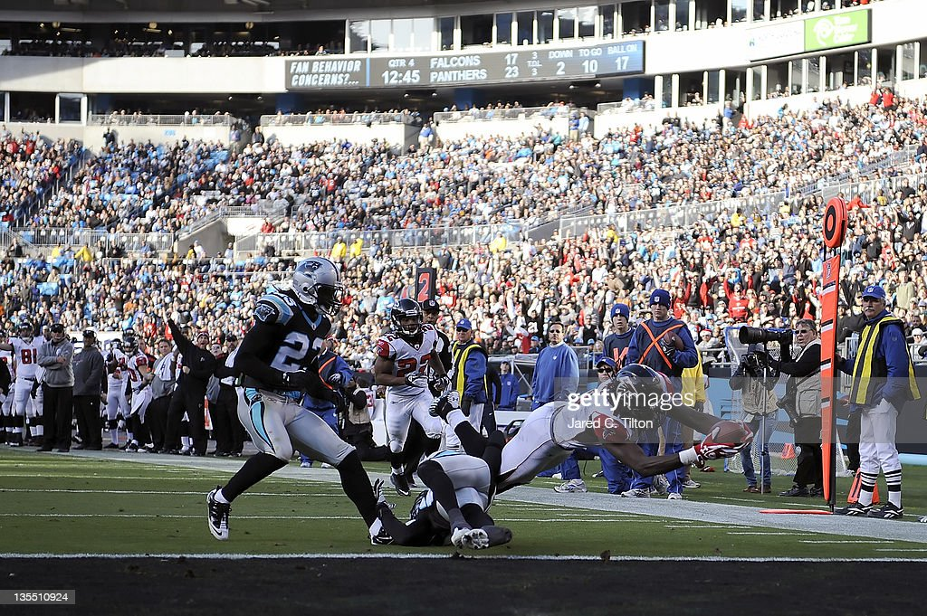 Julio Jones #11 of the Atlanta Falcons stretches for the go ahead touchdown during the fourth quarter against the Carolina Panthers at Bank of America Stadium on December 11, 2011 in Charlotte, North Carolina.