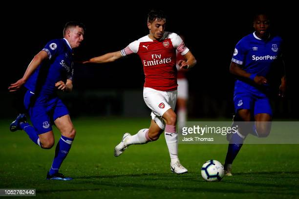 Julio Pleguezeulo of Arsenal breaks away from Nathan Broadhead and Dennis Adeniran of Everton during the Premier League 2 match between Arsenal and...