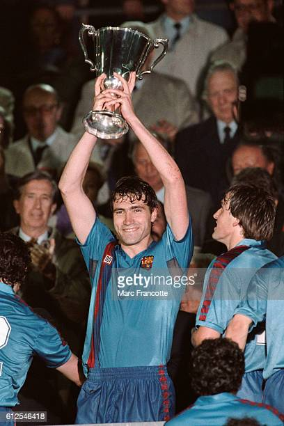 Julio Salinas holding the trophy after FC Barcelona's 20 victory over UC Sampdoria in the 19881989 European Cup Winners' Cup final