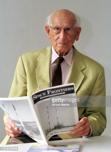 Julius Hatry, deutscher Luftfahrtpionier, aufgenommen am 8.9.2000 in Mannheim. Hatry hatte als 22-Jähriger im Jahre 1929 das erste raketengetriebene...