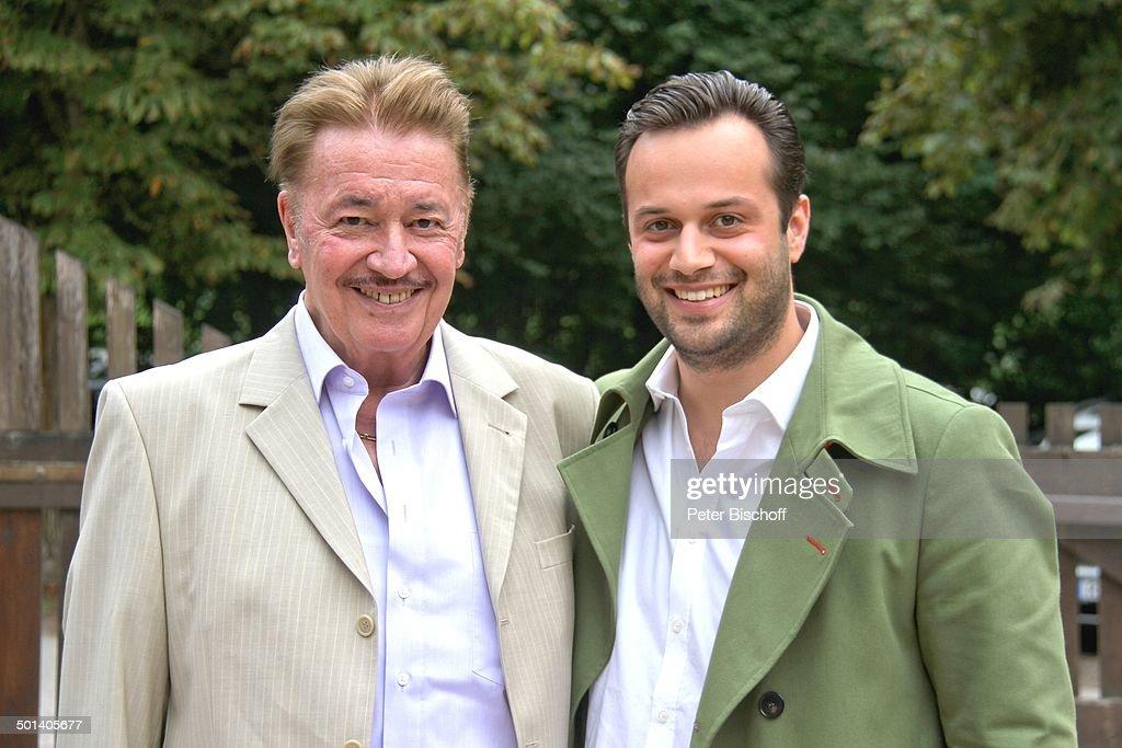 Julius Hilger (re., Sohn von M a r c M a r s h a l l und Enkel von T o n y M a r s h : News Photo