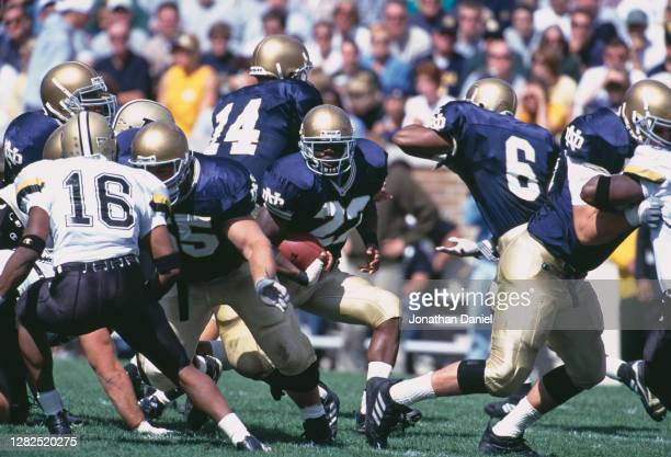 Julius Jones, Running Back for the Notre Dame Fighting Irish runs the football during their NCAA Big Ten Conference college football game against the...