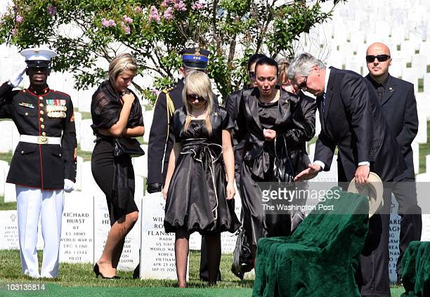 July 1 2008 CREDIT Susan Biddle / TWP Arlington VA Arlington Cemetery funeral for marine PFC David Pietrek of Bensenville Ill who died June 14 in...