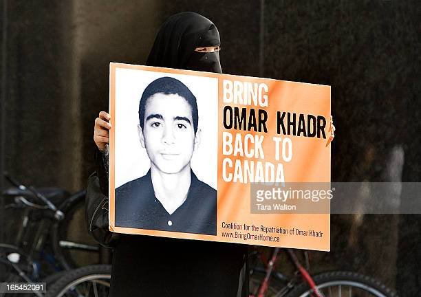 July 14 2009OMAR KHADR DEMOSultona Qubaia faces traffic along St Clair Street East holding a sign urging the Canadian government to bring Omar Khadr...