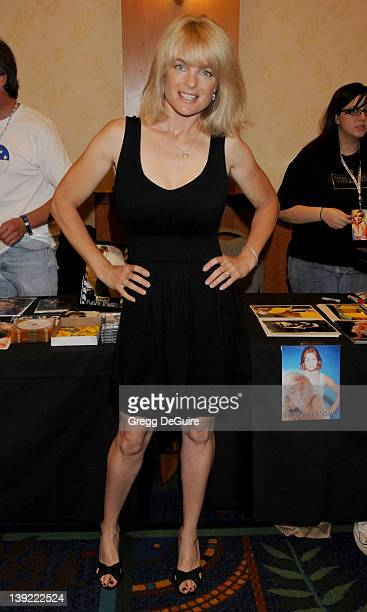 July 18 2009 Burbank Ca Erika Eleniak The Hollywood Collectors Celebrities Show Held at the Burbank Airport Marriott Hotel Convention Center