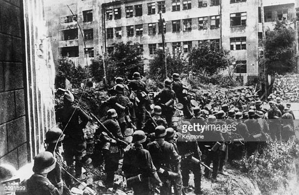German and Slovakian infantry troops enter the Russian city of Rostov and shelter from the resistance behind street barricades