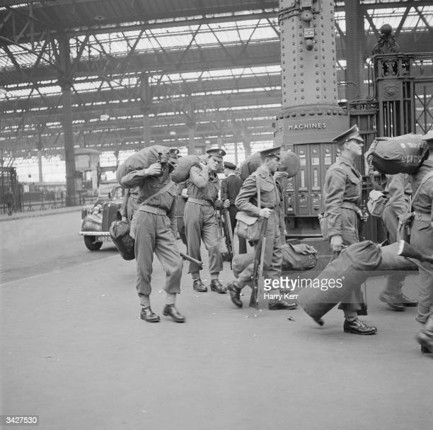 Soldiers arrive at a main line London station for a transfer to secret new barracks during the Suez Crisis The nationalisation of the Suez Canal by...