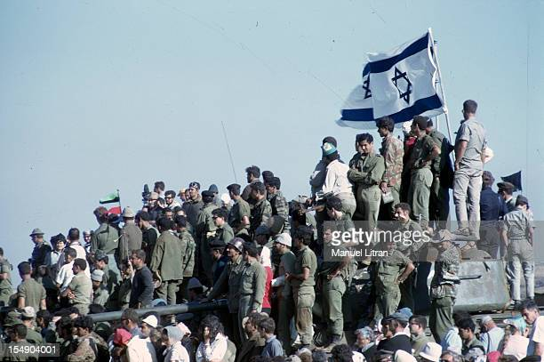 July 1967 after the 'Six Day War' Israel tripled its surface area The new frontier of the Hebrew state Israeli soldiers standing in a chariot or...