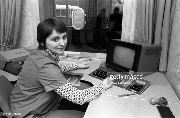 July 1984, Saxony, Eilenburg: An employee in the ticket office of the Eilenburg station of the Deutsche Reichsbahn in the mid 1980s. She shows the...