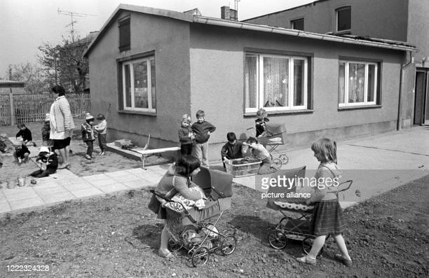 July 1985, Saxony, Lissa: Village life in the GDR in the 1980s in Lissa near Leipzig. Children play in the village kindergarten. Exact date of...