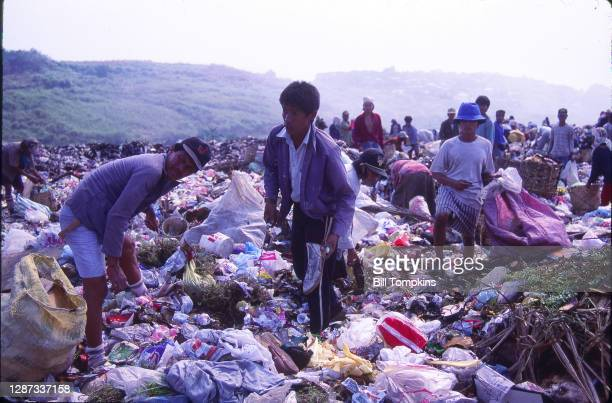 July 1988]: MANDATORY CREDIT Bill Tompkins/Getty Images Family. People working the garbage dump. The Payatas Dumpsite, a 13 hectare garbage dumpsite....