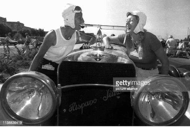 Racing driver Heidi Hetzer and codriver Elke Middeldorn are in a good mood at her Hispano Suiza built in 1929 on Pariser Platz Berlin rally driver...