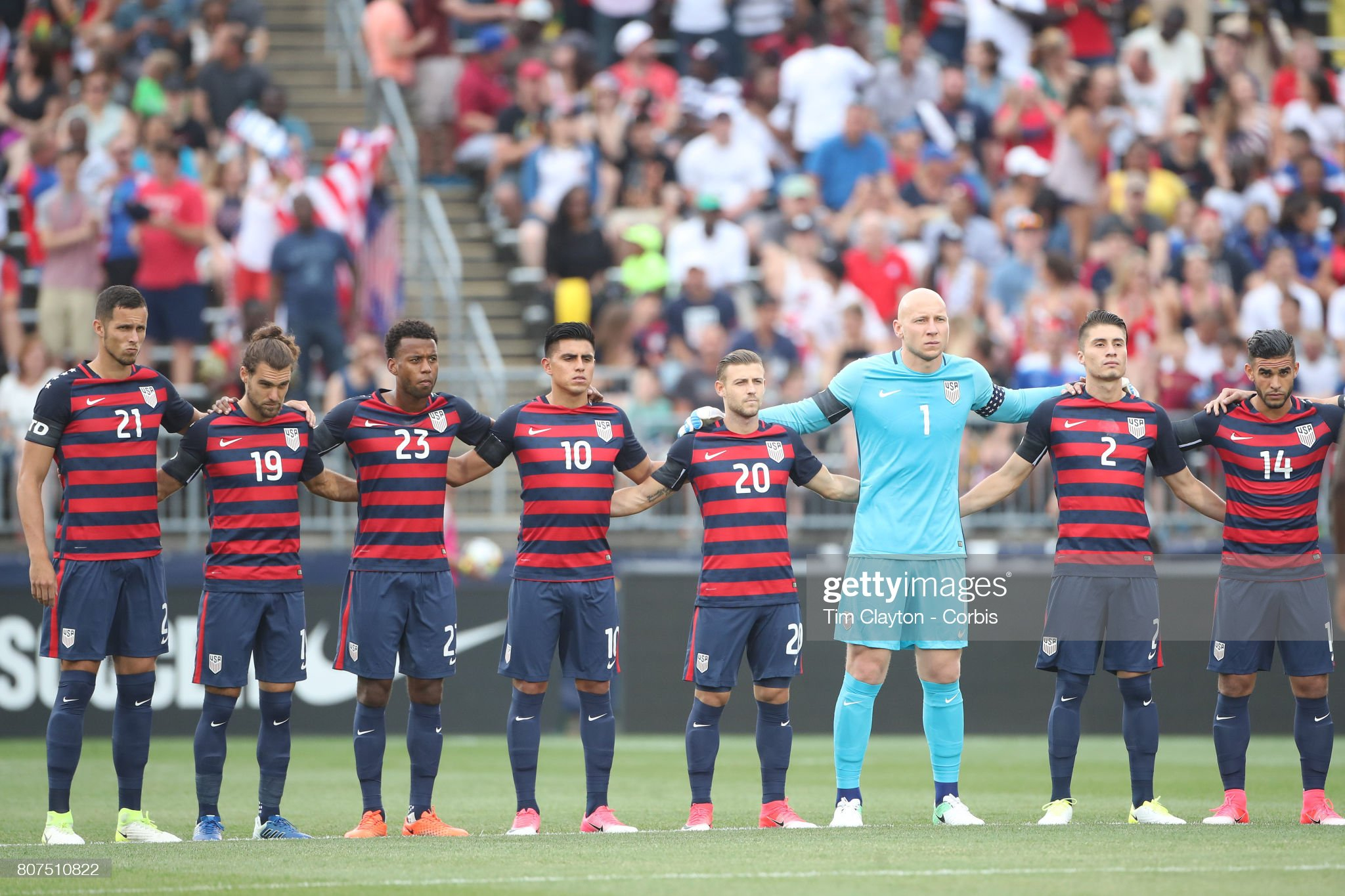 ¿Cuánto mide Christian Pulisic? - Altura - Real height July-1st-captain-and-goalkeeper-brad-guzan-of-the-united-states-with-picture-id807510822?s=2048x2048