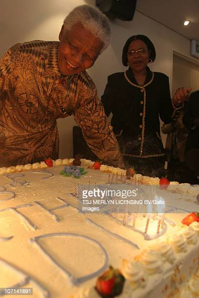 Nelson Mandela and wife Graca Machel look at his beautiful 88th birthday cake