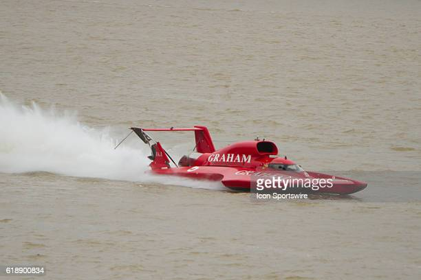 J Michael Kelly piloting the damaged U5 Graham Trucking boat during the Madison Regatta's Indiana Governors Cup H1 Unlimited Hydroplanes Extreme Boat...
