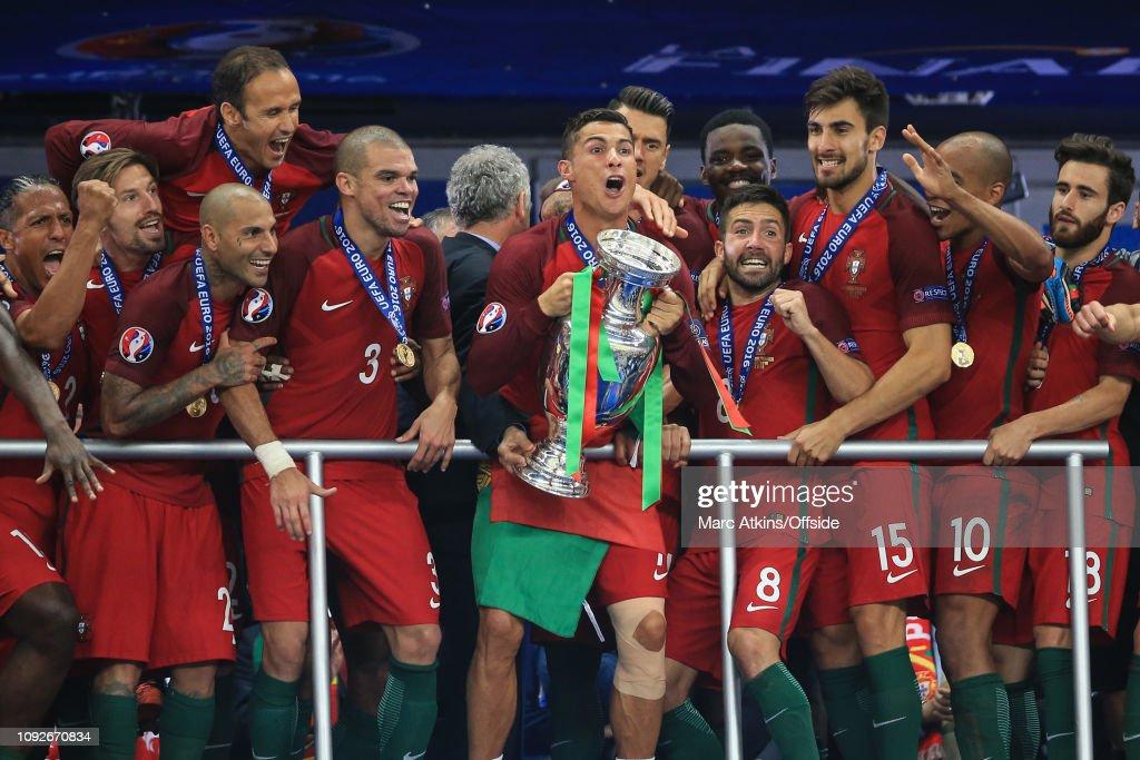 Football - UEFA EURO 2016 Final  - Portugal v France : ニュース写真