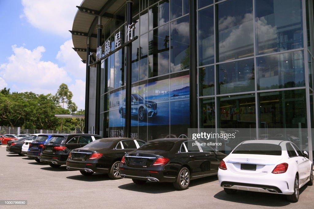 Mercedes-Benz car dealer in China : Fotografía de noticias