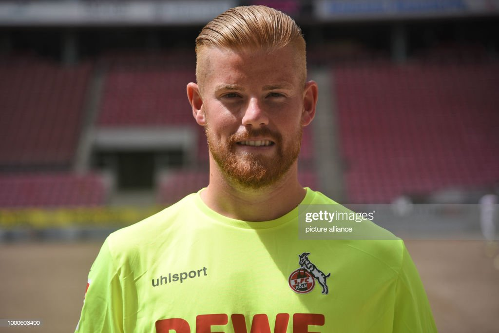 1. FC Cologne team photo shoot : News Photo