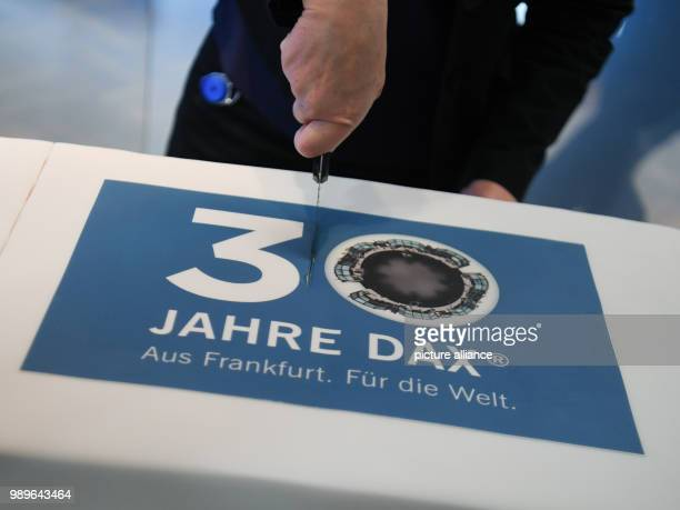 A cake being cut in the trading hall of the Frankfurt stock exchange for the 30 year anniversary of the DAX Thirty years after its introduction the...