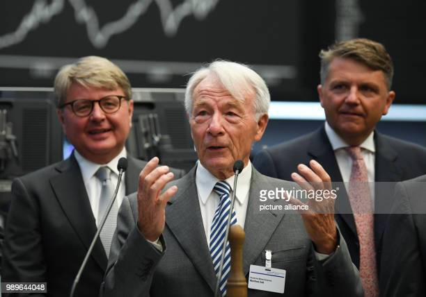 Manfred Zass one of the founding fathers of the DAX speaking on the floor of the Frankfurt stock exchange for the 30 year anniversary of the DAX in...