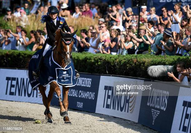 Equestrian sports/jumping: Global Champions Tour: Dani G. Waldman from Israel on the lap of honour with the horse Lizziemary at the Berlin Grand...