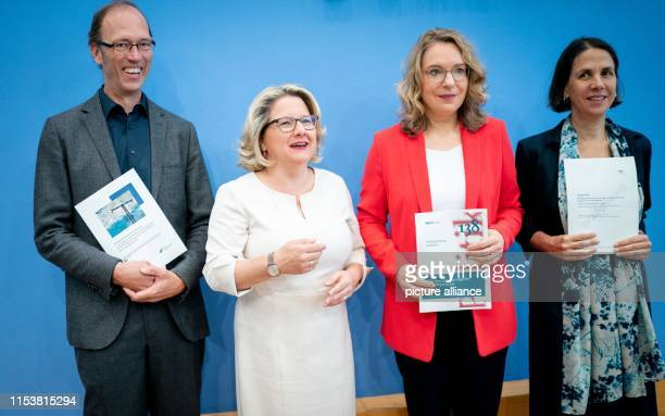Federal Environment Minister Svenja Schulze presents three reports on the possible design of a CO2 price alongside Uwe Nestle , Forum...