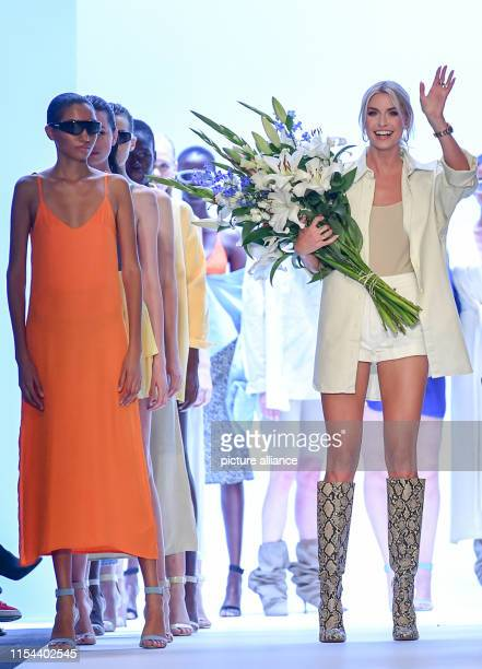 RECROP After the fashion show of her label Leger by Lena Gercke Lena Gercke presents herself on the catwalk of the About You Fashion Week in the...