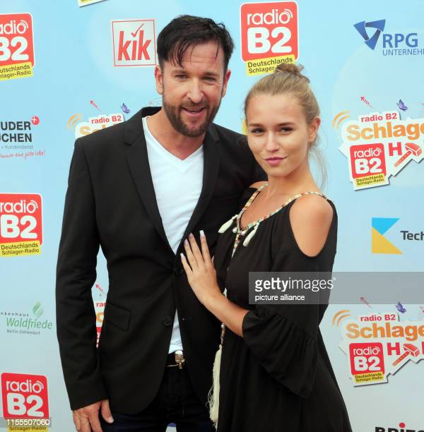 Singer Michael Wendler and his girlfriend Laura Müller at the radio B2 Schlagerhammer at the racecourse in Hoppegarten Photo XAMAX/dpa