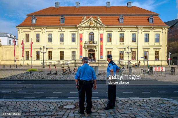 Two policemen are standing in front of the Jewish Museum. Photo: Stefan Jaitner/dpa