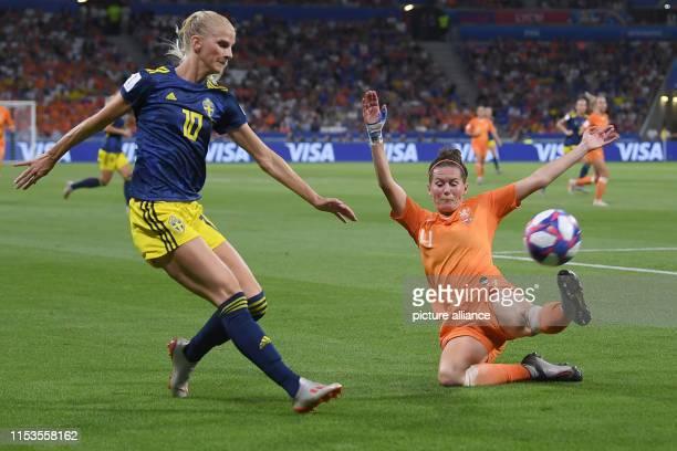 July 2019, France , Décines-Charpieu: Football, women: WM, Netherlands - Sweden, final round, semi-final, Stade de Lyon: Sweden's Sofia Jakobsson in...
