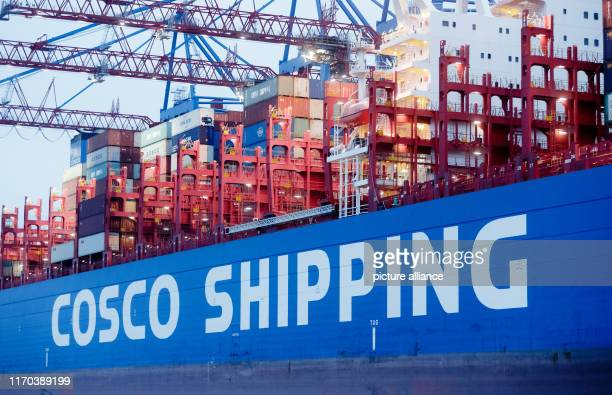 The Chinese container freighter COSCO Shipping Leo is located at the Conatinerterminal Steinwerder of Hamburger Hafen und Logistik AG The China Ocean...