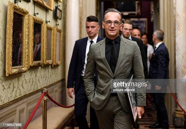 Heiko Maas Foreign Minister walks through the painting collection of Palazzo Pitti with a photo of the painting Vaso di Fiori The photo of the...