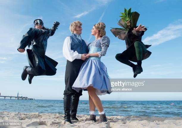July 2019, Mecklenburg-Western Pomerania, Zinnowitz: ILLUSTRATION - Tom Büning as a revivalist, Gregor Imkamp as patrician major, Severine Schabon as...