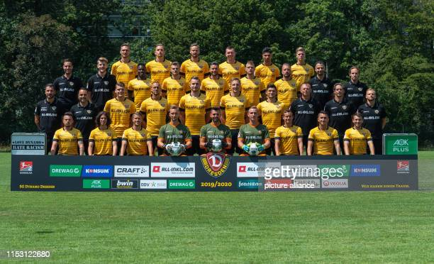 Soccer 2nd Bundesliga Fototermin SG Dynamo Dresden for the season 2019/20 on the training ground Großer Garten Back row from left Linus Wahlqvist...