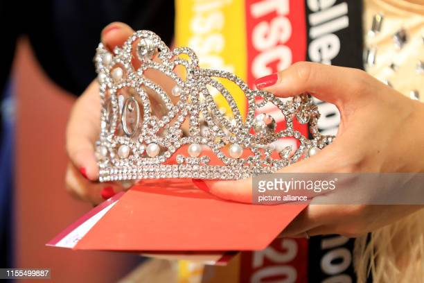 In the hands of Yvonne Gaultier lies the crown for the new Misses A total of 40 state winners from 80 previous events met for the final The Miss the...