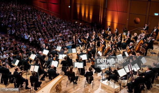 July 2019, Schleswig-Holstein, Lübeck: The NDR Elbphilharmonie Orchestra with Janine Jansen , violinist, plays the pre-opening concert of the...