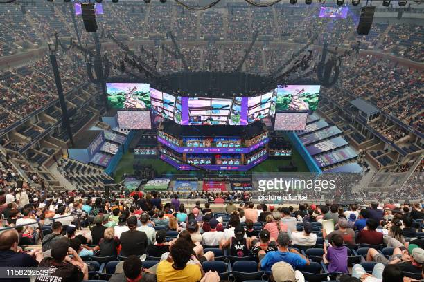 July 2019, US, New York: Spectators follow the Fortnite World Cup at the Arthur Ashe Tennis Stadium. At the World Cup almost 200 young people will...
