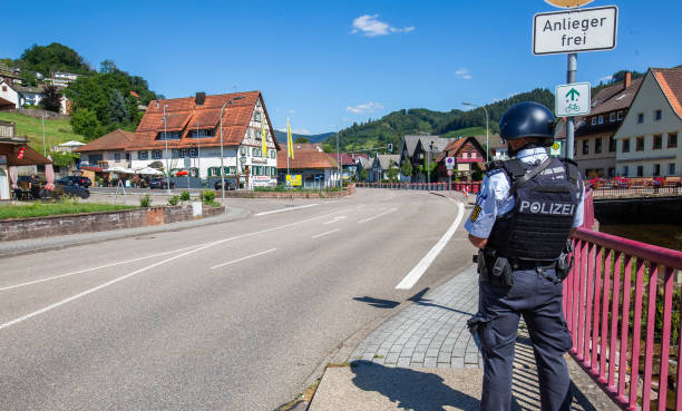 DEU: Police Seeks Armed Man