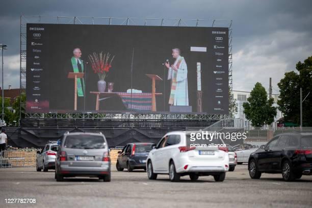 July 2020, Baden-Wuerttemberg, Stuttgart: Andreas Krause , pastor of the Catholic Church in Bad Cannstatt, and Eckart Schultz-Berg, dean of the...