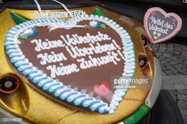 "July 2020, Baden-Wuerttemberg, Stuttgart: Gingerbread hearts with the inscription ""Keine Volksfeste Kein Überleben! No future"" and ""Save the folk..."